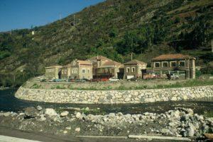 Sanatorio de Bustiello cuando funcionaba la Escuela Taller de Arqueología industrial año 2004. Foto Incuna 2004